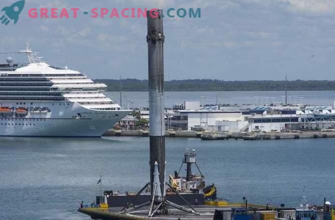 SpaceX-raket lanserar satelliter och misslyckas att landa i havet