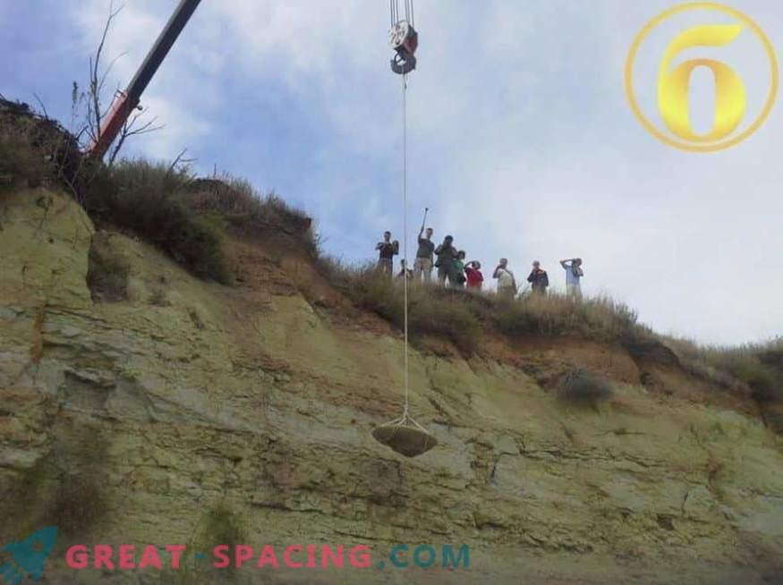 Kamnite plošče v obliki letečih krožnikov. Ufologi in znanstveniki zagovarjajo izvor najdb v Volgogradski regiji
